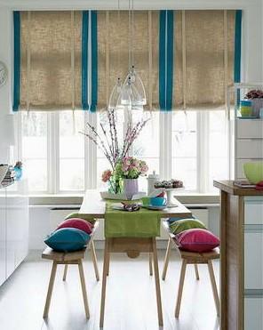 厨房门换成了两扇对开的玻璃门.   敞开式厨房装修效果图:半